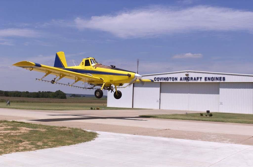 Air-Tractor-Landing-at-Hangar
