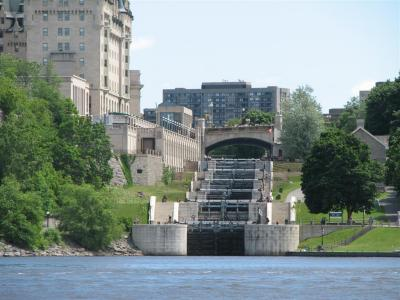 houseboats-on-the-rideau-canal-ottawa-ontario-canada